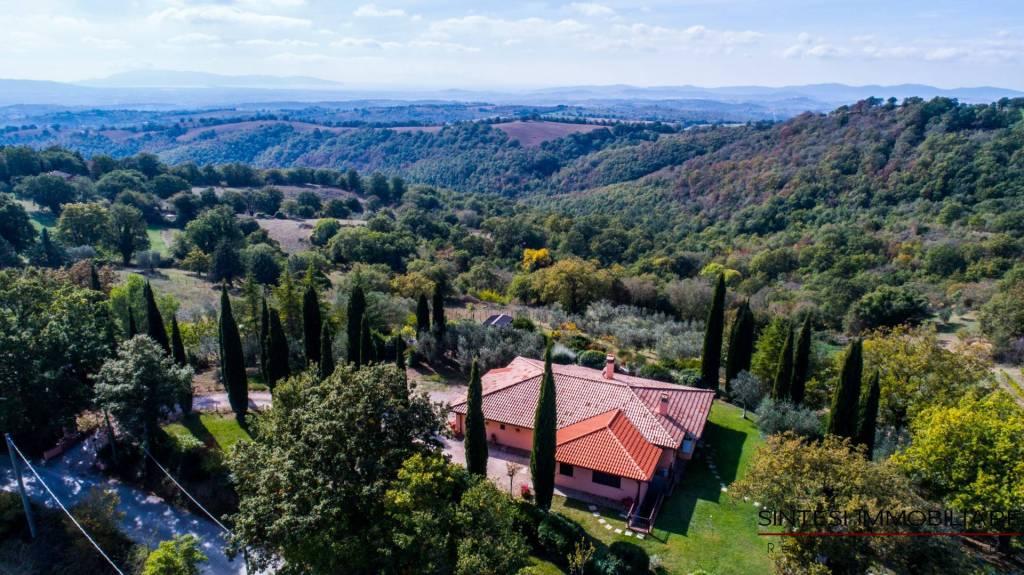 Villa parzialmente arredato in vendita Rif. 4202700
