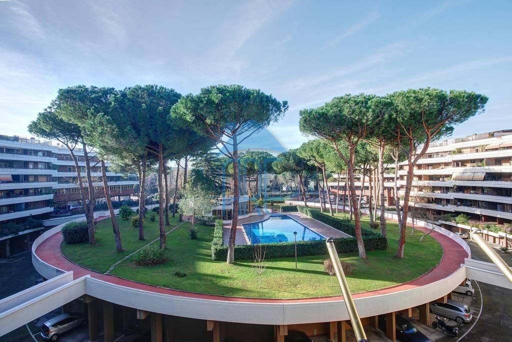 Appartamento in vendita a Roma, 5 locali, zona Zona: 21 . Laurentina, prezzo € 760.000 | CambioCasa.it