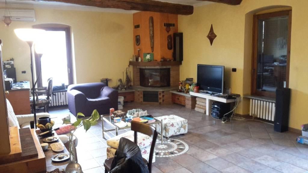 Appartamento in buone condizioni parzialmente arredato in vendita Rif. 4345075