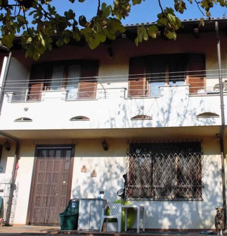 Villa in Vendita a Piossasco Centro: 5 locali, 201 mq