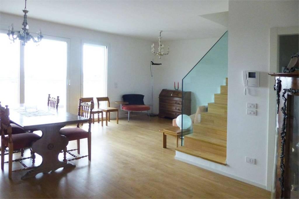 Attico / Mansarda in ottime condizioni arredato in affitto Rif. 8502976