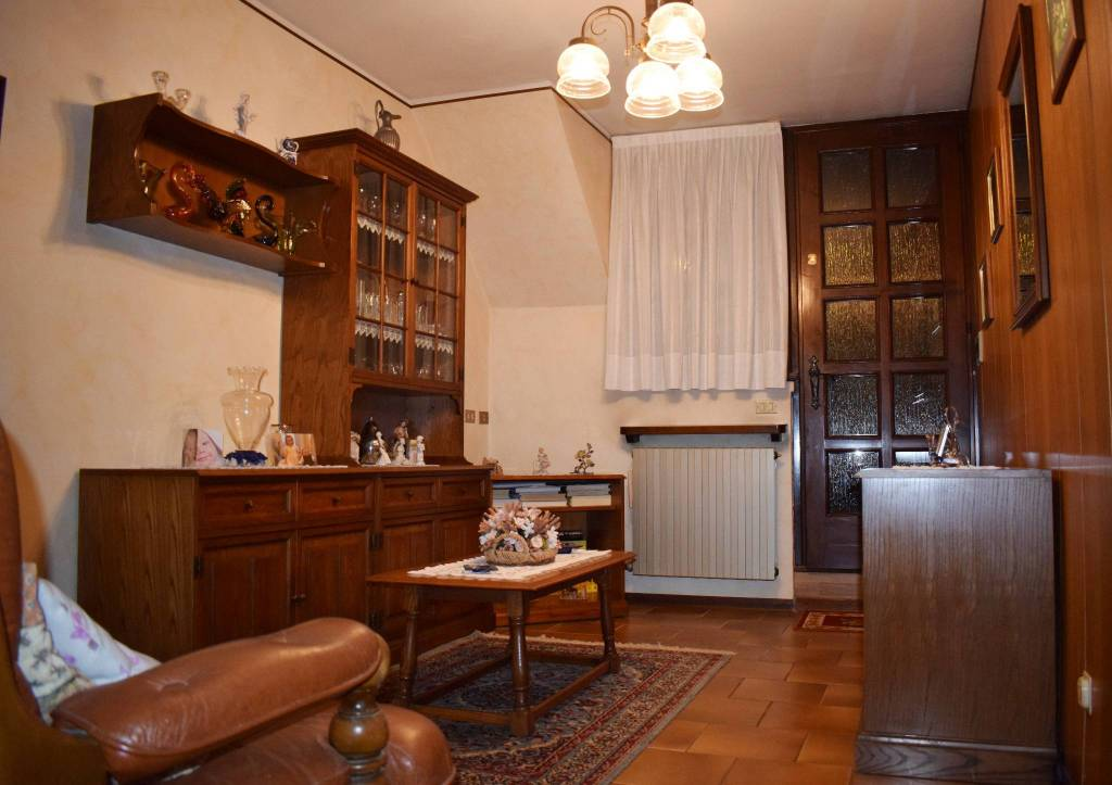 Appartamento in vendita a Vertova, 3 locali, prezzo € 45.000 | PortaleAgenzieImmobiliari.it