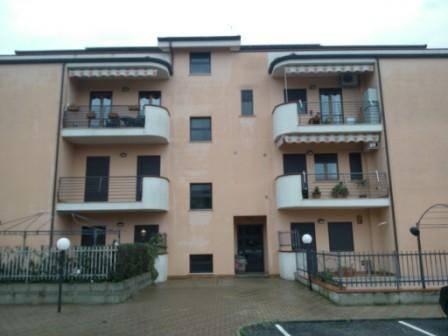 Appartamento in buone condizioni in vendita Rif. 6878983