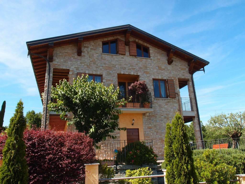 Appartamento in ottime condizioni in vendita Rif. 8173452