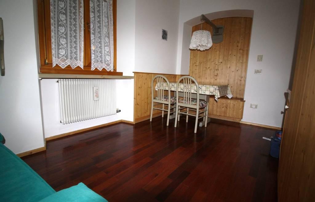 Appartamento in buone condizioni arredato in vendita Rif. 7567471