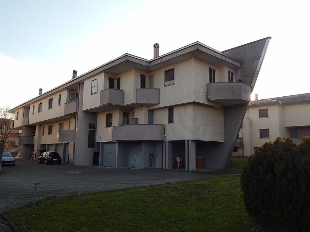 Appartamento in vendita a Cerano, 3 locali, prezzo € 89.000 | CambioCasa.it