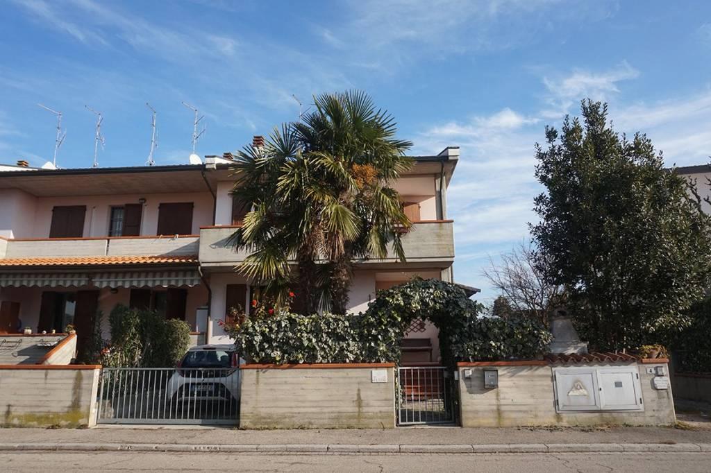 Villa a Schiera in vendita a Ravenna, 4 locali, prezzo € 210.000 | CambioCasa.it