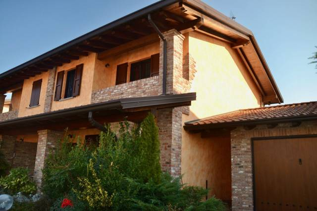 Villa in vendita a Zinasco, 4 locali, prezzo € 188.000 | CambioCasa.it