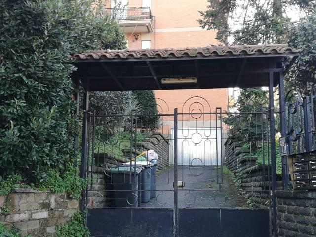 Appartamento in ottime condizioni parzialmente arredato in affitto Rif. 4208393