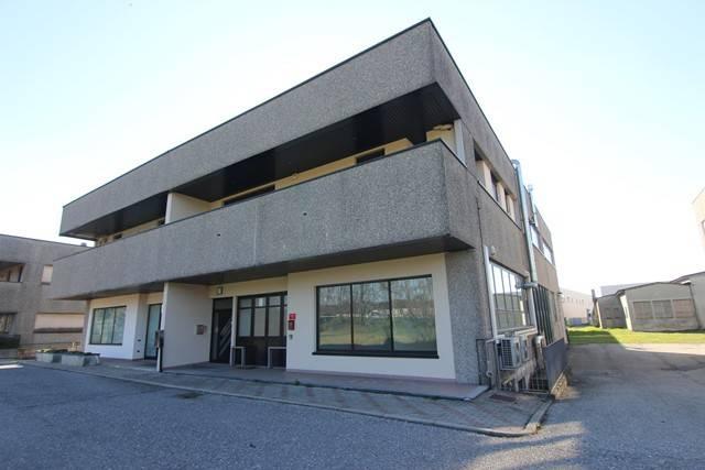 Negozio / Locale in affitto a Besnate, 6 locali, prezzo € 2.000 | PortaleAgenzieImmobiliari.it