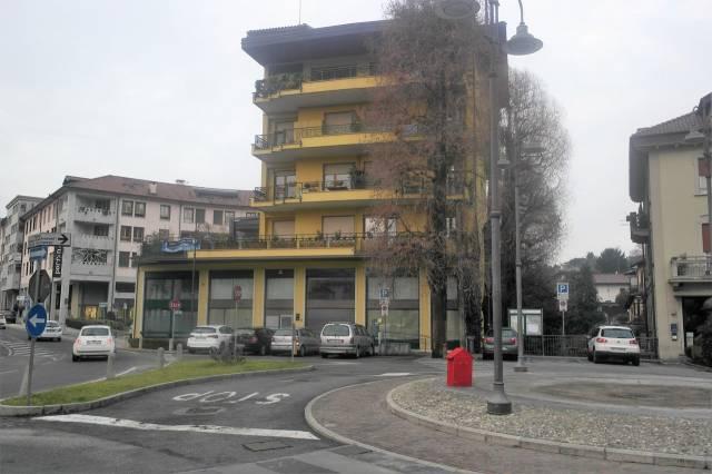 Negozio / Locale in affitto a Besozzo, 5 locali, prezzo € 2.500   CambioCasa.it