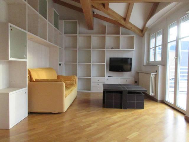 Appartamento in ottime condizioni parzialmente arredato in vendita Rif. 4480919