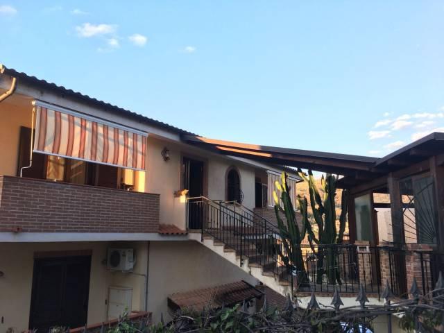 Appartamento in ottime condizioni in vendita Rif. 6176171