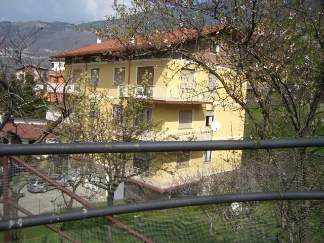 Appartamento in buone condizioni arredato in affitto Rif. 4370887