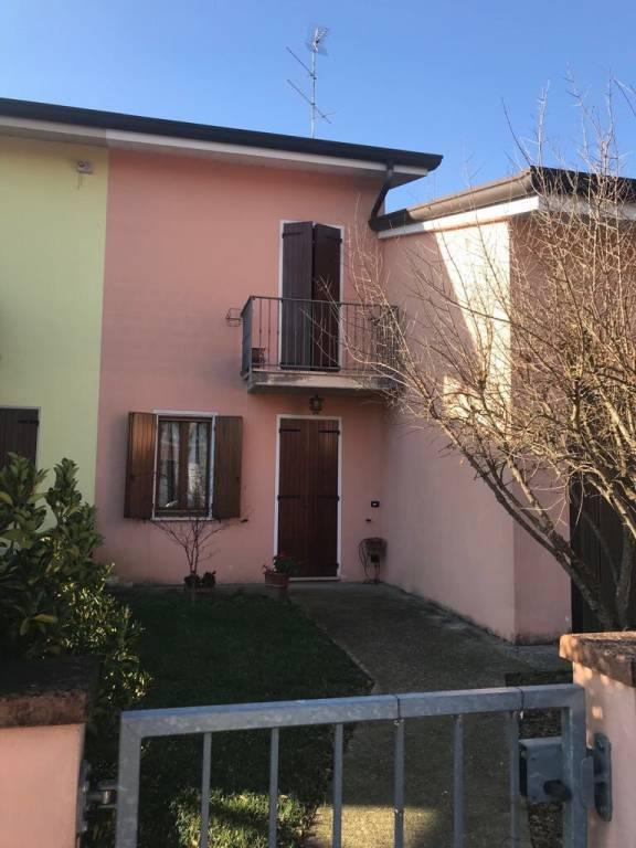 Villa in vendita a Castellucchio, 6 locali, prezzo € 120.000 | CambioCasa.it