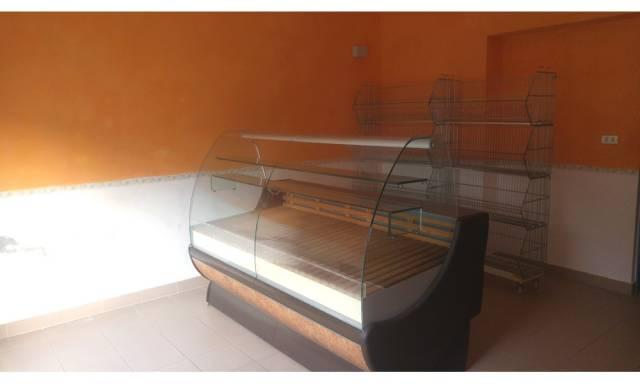 Negozio / Locale in affitto a Santarcangelo di Romagna, 4 locali, prezzo € 1.250 | CambioCasa.it