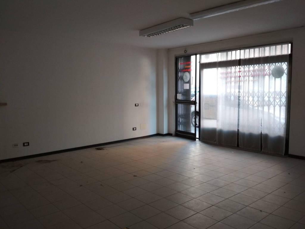 Negozio / Locale in affitto a Pavia, 2 locali, prezzo € 450 | CambioCasa.it
