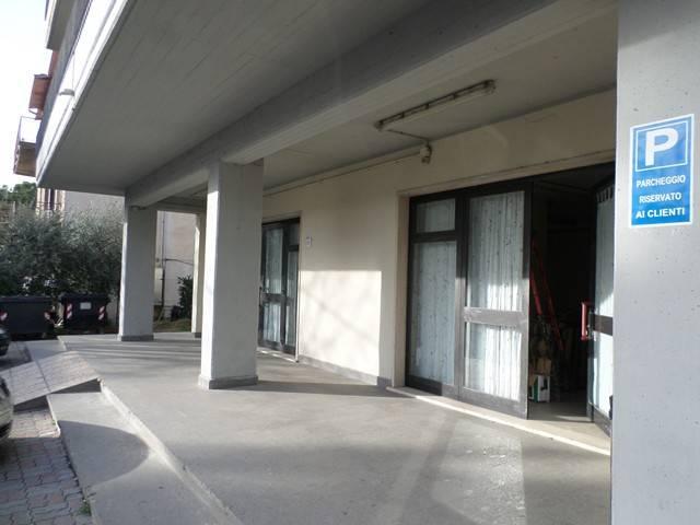 Negozio-locale in Vendita a Magione: 3 locali, 150 mq