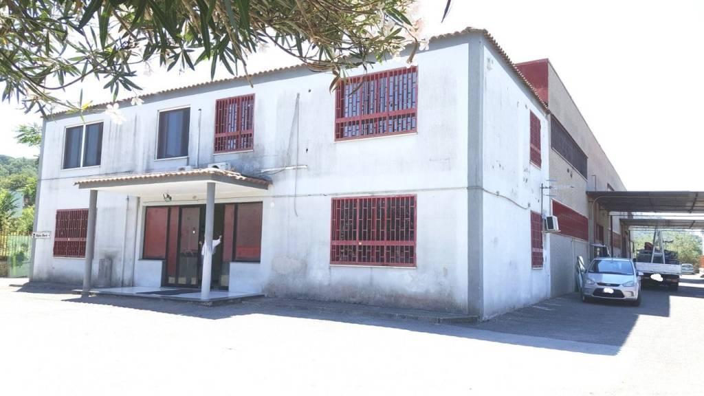 Capannone in vendita a Pozzuoli, 6 locali, prezzo € 700.000 | CambioCasa.it