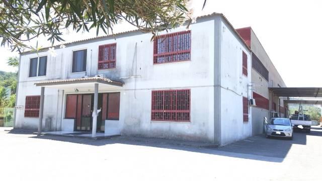 Capannone in vendita a Pozzuoli, 6 locali, prezzo € 1.500.000 | CambioCasa.it