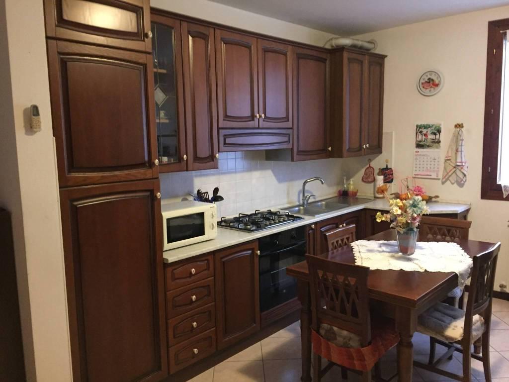 Appartamento in buone condizioni parzialmente arredato in vendita Rif. 5309936