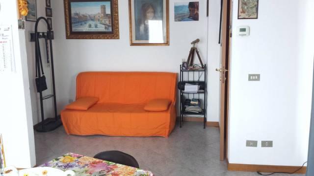 Appartamento in buone condizioni arredato in affitto Rif. 4403947