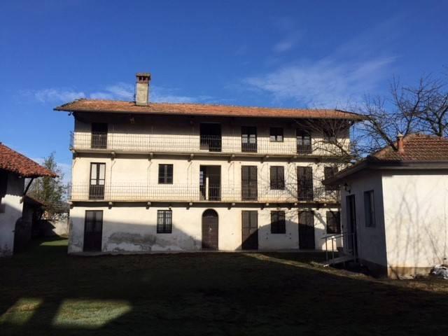Rustico / Casale in vendita a Fontaneto d'Agogna, 6 locali, prezzo € 309.000 | CambioCasa.it