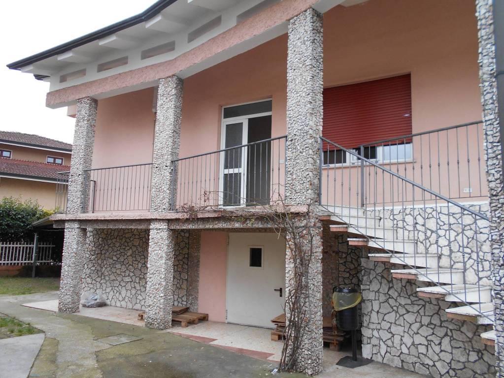 Villa in buone condizioni in vendita Rif. 8900416