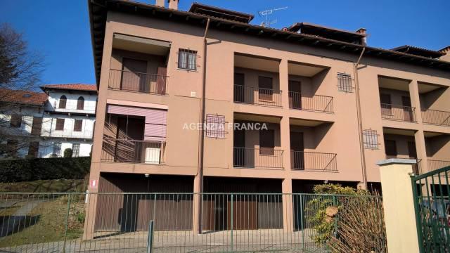 Appartamento in buone condizioni arredato in vendita Rif. 4924036