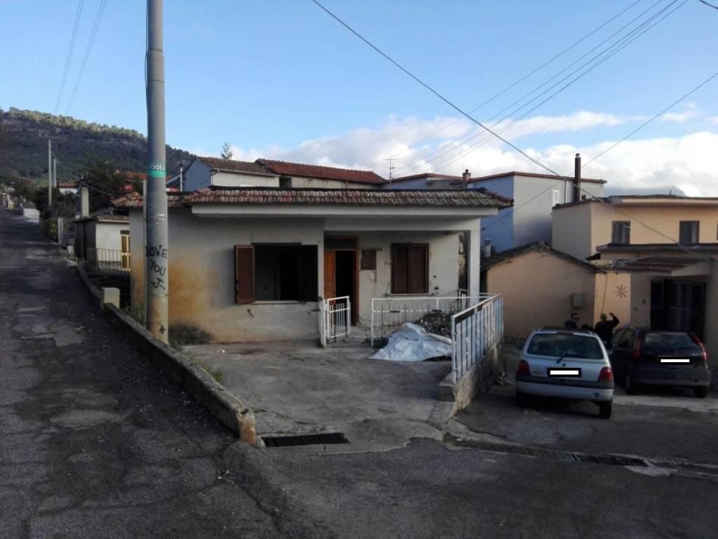Casa Indipendente da ristrutturare in vendita Rif. 8355810