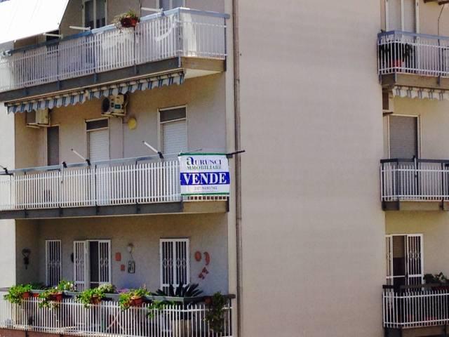 Appartamento in buone condizioni in vendita Rif. 4359234
