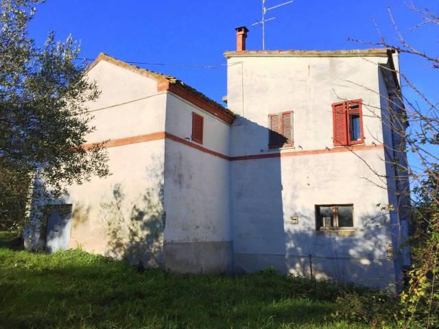 Rustico / Casale da ristrutturare in vendita Rif. 4906796