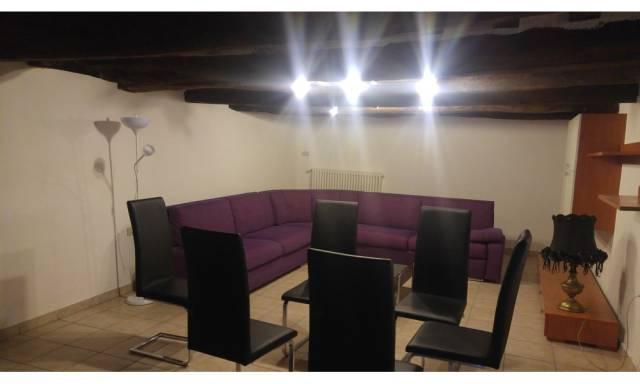 Palazzo / Stabile in affitto a San Leo, 4 locali, prezzo € 450 | CambioCasa.it
