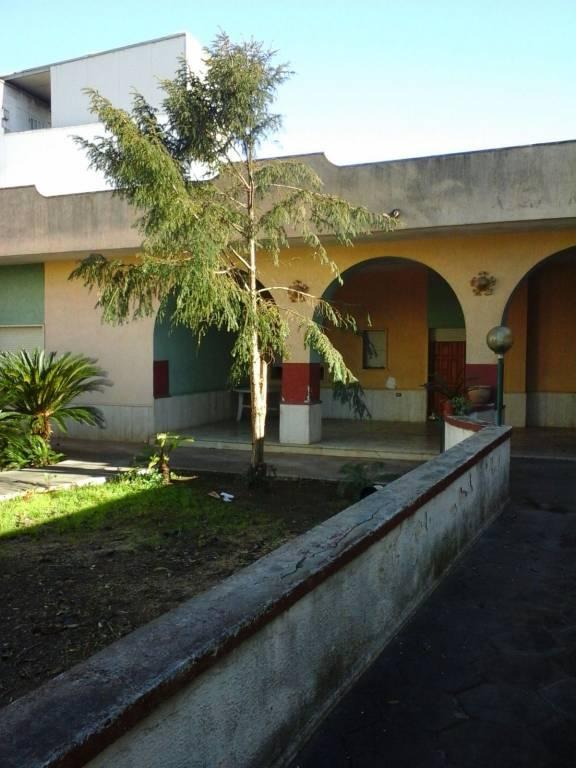 Appartamento in vendita a Leverano, 6 locali, prezzo € 94.000 | PortaleAgenzieImmobiliari.it
