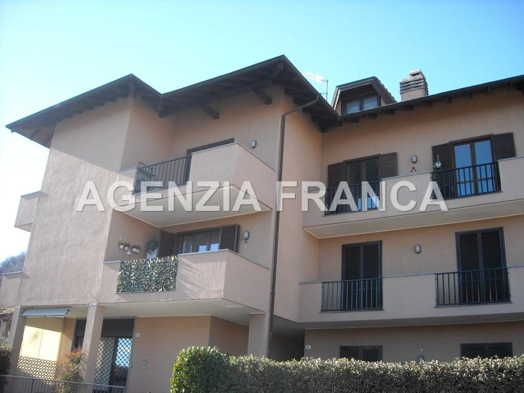 Appartamento in buone condizioni parzialmente arredato in vendita Rif. 4924038