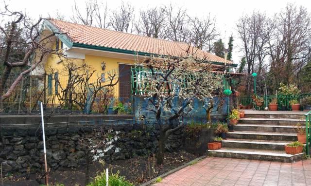 Villa in Vendita a Pedara Centro: 5 locali, 130 mq