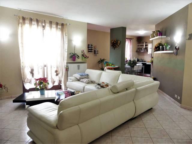 Appartamento in ottime condizioni parzialmente arredato in vendita Rif. 4954472