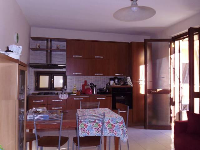 Appartamento in buone condizioni arredato in affitto Rif. 4239694