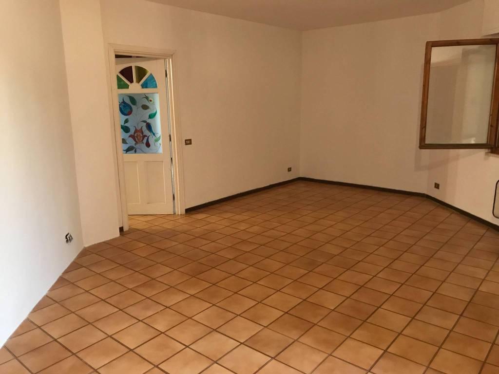 Appartamento in buone condizioni parzialmente arredato in vendita Rif. 8287913