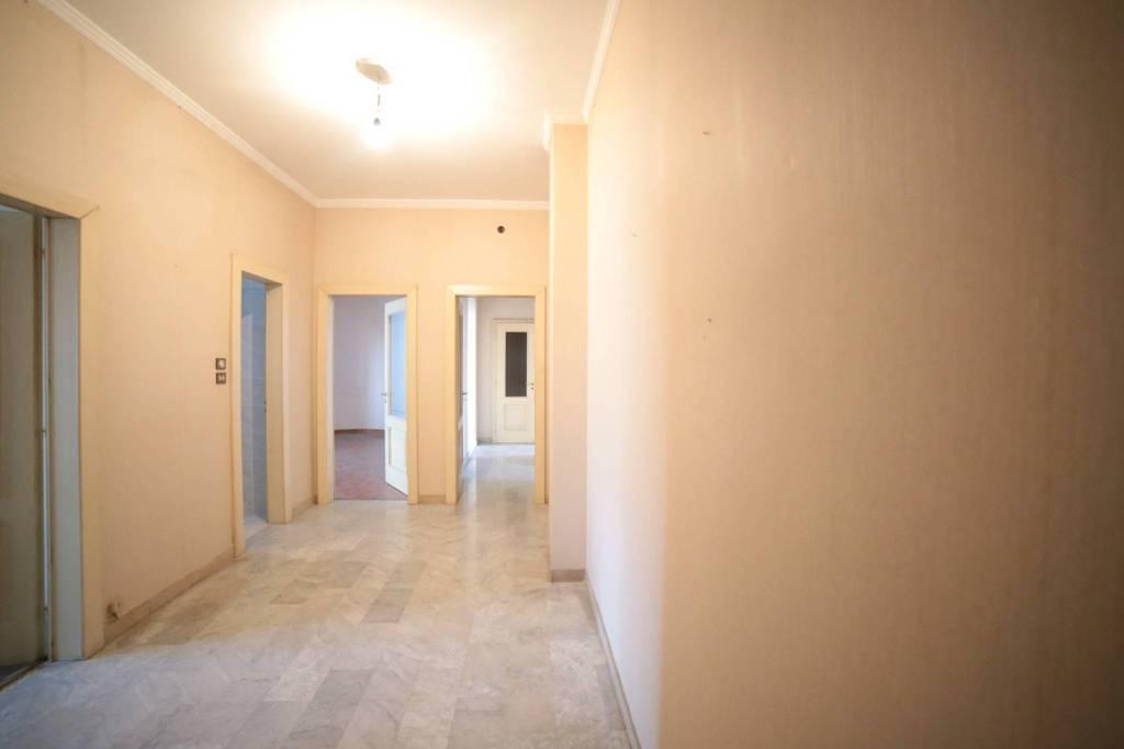 Appartamento in buone condizioni in vendita Rif. 8495265