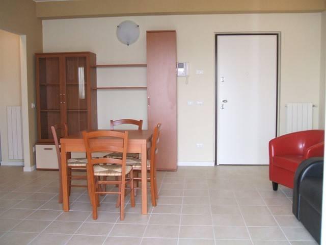 Appartamento in ottime condizioni arredato in affitto Rif. 4324963