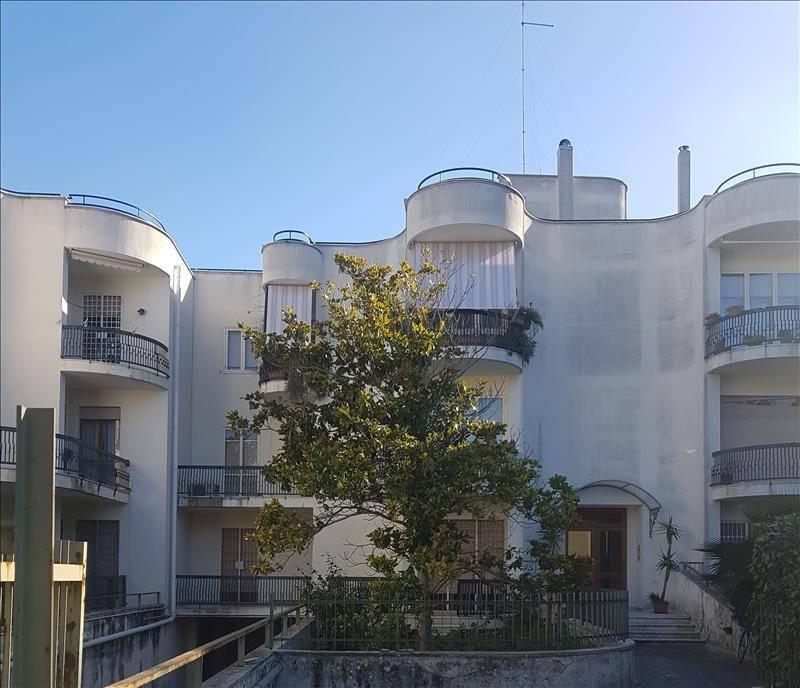 Appartamento in Affitto a Lecce Centro: 4 locali, 146 mq