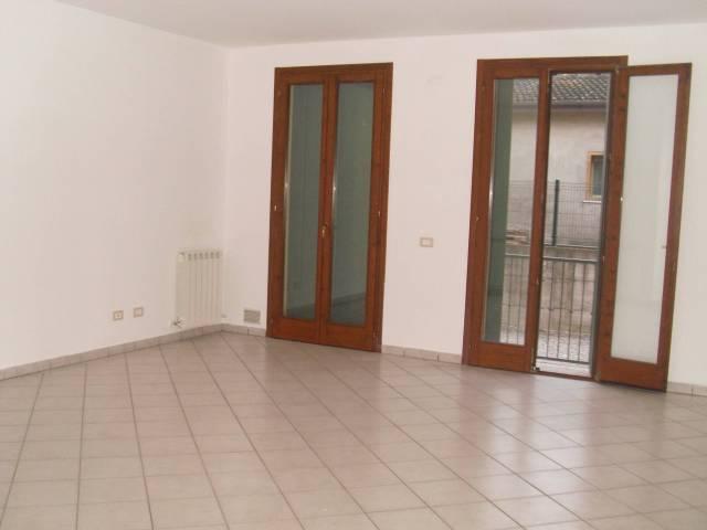 Appartamento in ottime condizioni in vendita Rif. 4397140