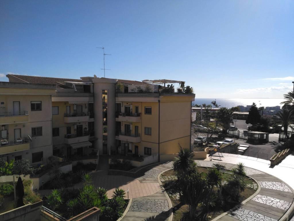 Appartamento in ottime condizioni parzialmente arredato in affitto Rif. 8816291