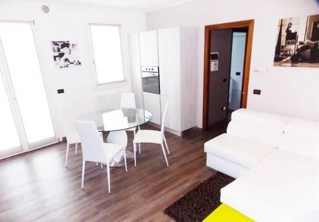 Appartamento in buone condizioni in vendita Rif. 5030262