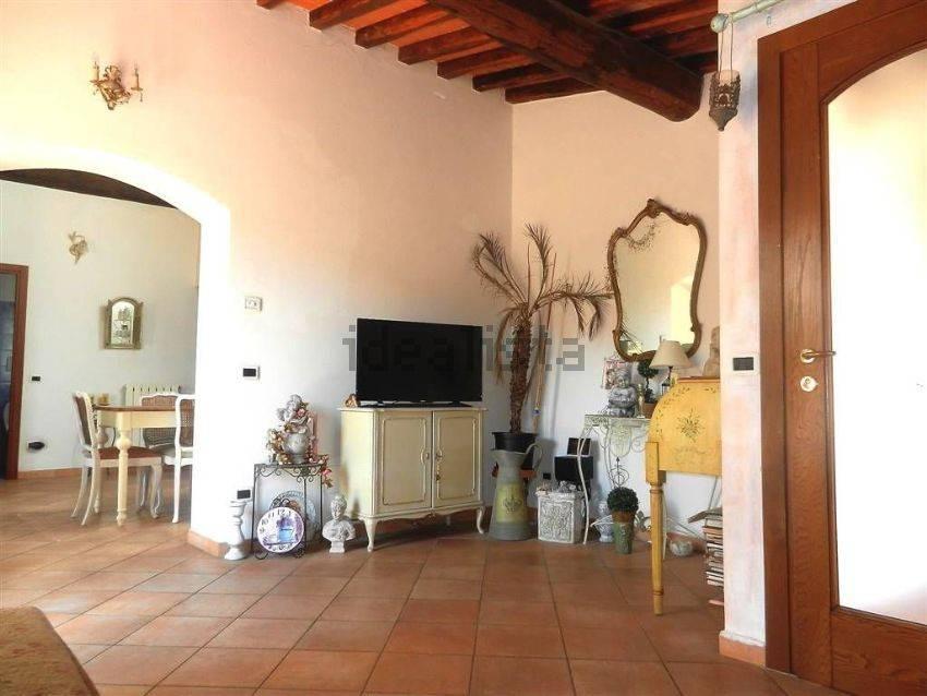 Appartamento in Affitto a Pistoia Periferia Nord: 4 locali, 95 mq