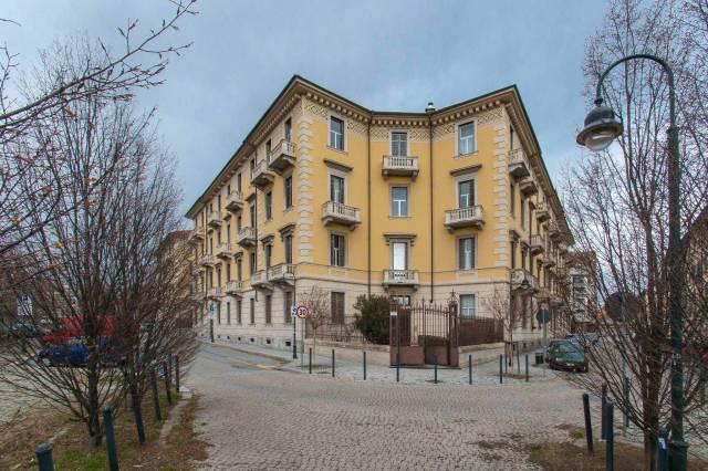 Immagine immobiliare Ampio Quadrilocale In Via Rapallo 7 in un tratto di Via molto tranquillo e pedonale, proponiamo in vendita un ampio quadrilocale di 120 mq. L'immobile è composto da ampio ingresso, che disimpegna 3 camere e una cucina abitabile,...