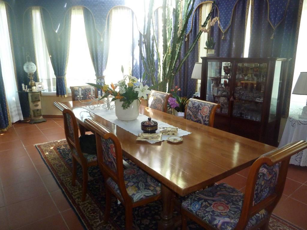 Villa in Vendita a Pontedera Periferia: 5 locali, 310 mq