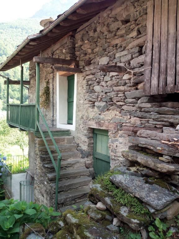 Foto 1 di Rustico / Casale via Colombardo 11, Lemie