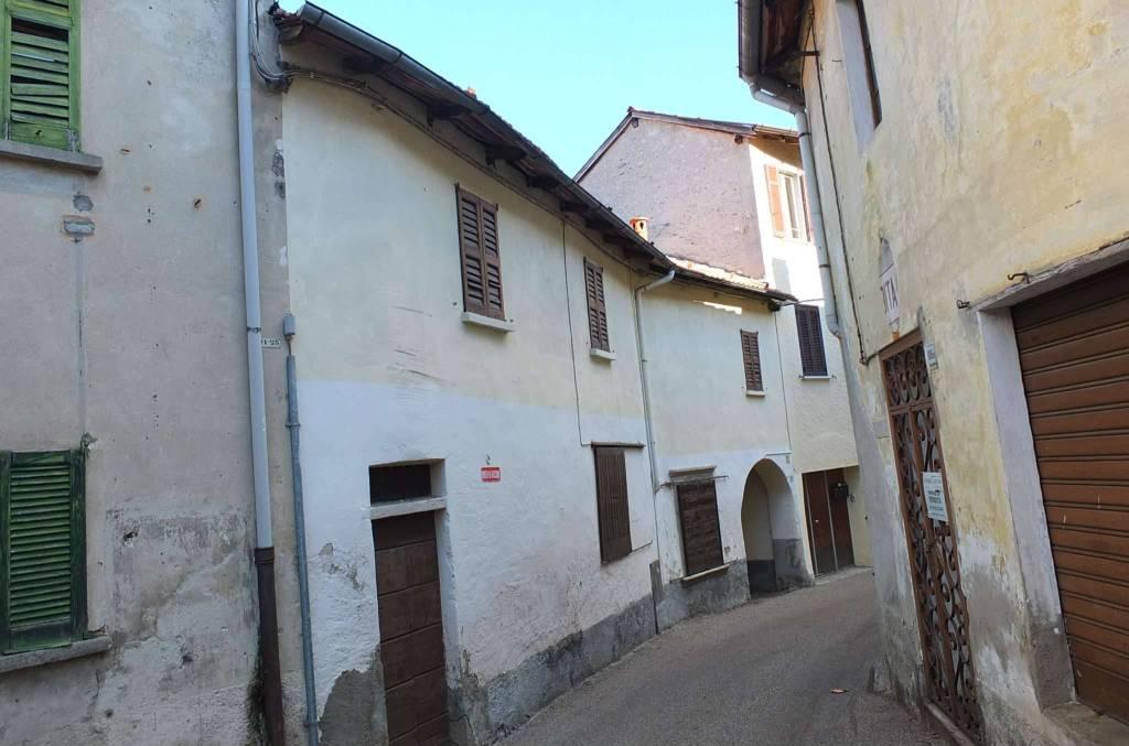 Soluzione Indipendente in vendita a Castelveccana, 4 locali, prezzo € 68.000 | CambioCasa.it